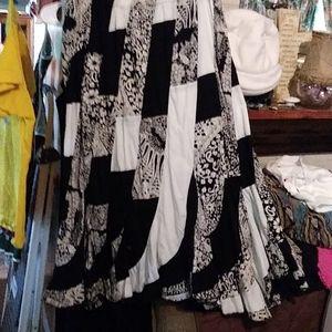 2X-3X Gorgeous black and white Skirt